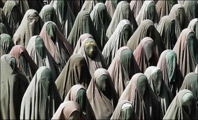 20110210071255-burka-graduation.jpg