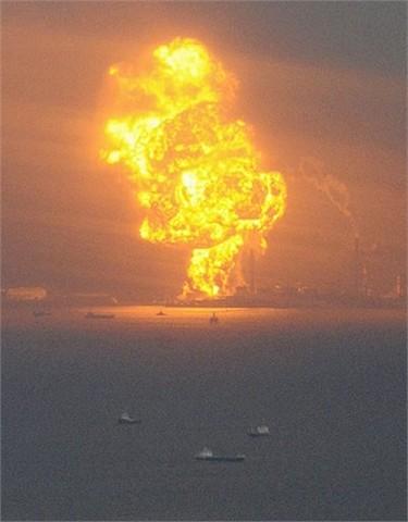 20110312154320-central-ardiendo-en-fukus.jpg
